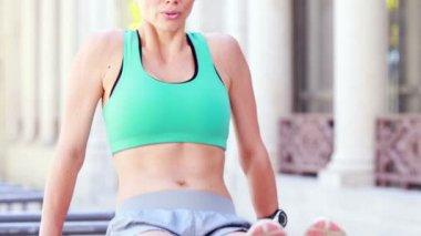 Happy athlete doing push-ups — Stock Video