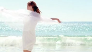 Woman in white dress on the beach — Stock Video