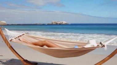 Beautiful woman relaxing in hammock on beach — 图库视频影像