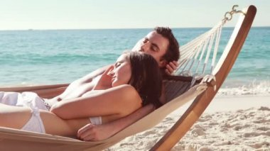Couple relaxing in hammock at the beach — Stock Video