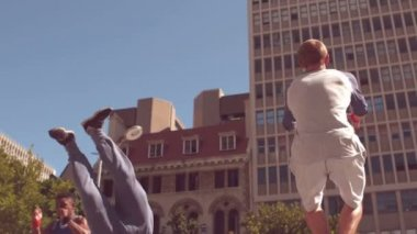 Friends doing somersault — Stock Video