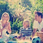 Happy family having a picnic — Stock Photo #76121967