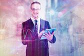 Felici uomo d'affari utilizzando il suo tablet pc — Foto Stock