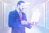 Immagine composita dell'uomo d'affari concentrato usando il suo computer portatile — Foto Stock