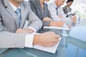 业务团队在会议过程中做笔记 — 图库照片