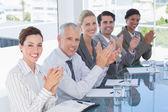 Zespół firmy brawo podczas konferencji — Zdjęcie stockowe