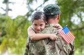 Soldier reunited with his daughter — Stock Photo
