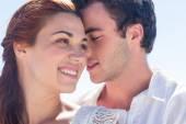 Casal feliz abraços — Fotografia Stock