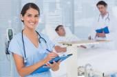 Doktorlar hastanın Bakımı — Stok fotoğraf