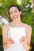 Woman in white using her phone — Fotografia Stock