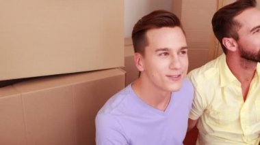Homosexual couple speaking and laughing — Stock Video