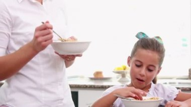 Mother and her daughter eating cereals together — Vídeo stock