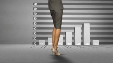 Businesswoman watching progress graph with arrow — Stock Video