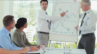 Businessmen explaining the graph on the whiteboard — Stock Video