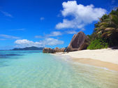 Tropical island beach — Stock Photo