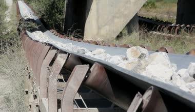 Conveyor belt transporting stones — Stock Video