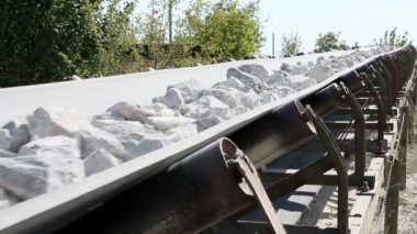 Conveyor belt transporting stones — Stock Video