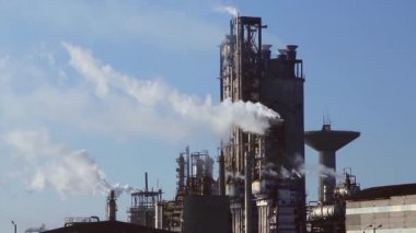 Chemical processing plant — Vídeo de stock