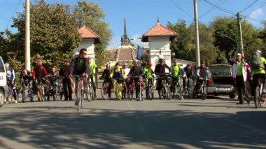 Dobrogea, Roménia - 11 de outubro de 2011: Dobrogea fortalezas na turnê de bicicleta — Vídeo stock