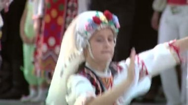 Bulgarian traditional dance at the International Folklore Festival on August 04, 2012 in Tulcea, Romania. — Stock Video