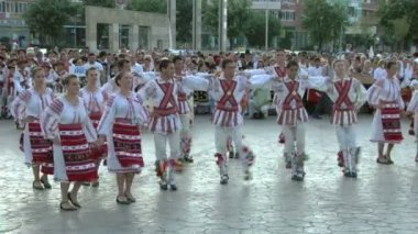 Romanian traditional dance at the International Folklore Festival on August 04, 2012 in Tulcea, Romania. — Stock Video