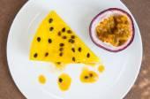 Passion fruit cheesecake — Stock Photo