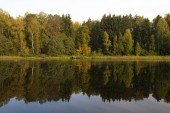 Autumn reflected in the lake — Stock Photo