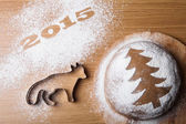 Inscription 2015 with a form a fox and a gingerbread Christmas t — Stock Photo