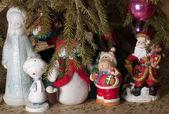 Heróis fantásticos: Snow Maiden, boneco de neve, Papai Noel, sob o Ch — Fotografia Stock