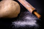 Flour, rolling pin and dough for pie — Stock Photo