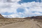 Tajikistan. Pamir highway. Road to the clouds — Stockfoto