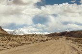 Tajikistan. Pamir highway. Road to the clouds. Toned — Foto de Stock