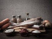 Still life with fish, vegetables and spices on a wooden board. T — Foto de Stock