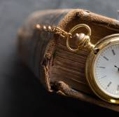 Vintage pocket watch old book — Stock Photo