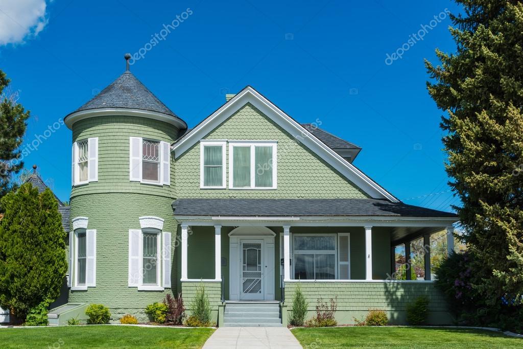 Casa americana classica ben tenuta foto stock 115923464 for Piani casa americana