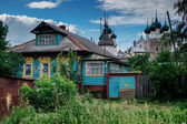 Wooden houses and Kremlin in Rostov — Stock Photo