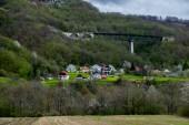 Pequeña aldea en las montañas — Foto de Stock