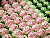 Creamy roses cakes — Stock Photo