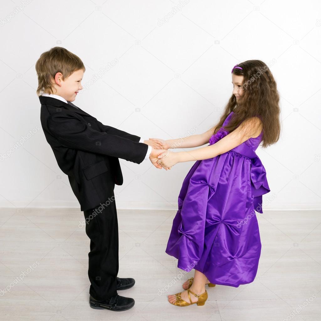Фото с маленькими девочкой и мальчиком 28 фотография