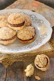 Cookies gevuld met chocolade crème — Stockfoto