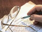 Testament on cream color paper with glasses — Stock Photo