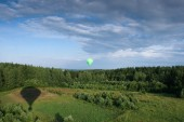 Hot air balloon over the field with blue sky — Stock Photo