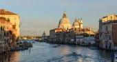 Grand Canal and Basilica Santa Maria della Salute during sunset  — Stock Photo
