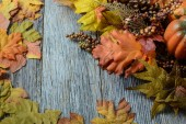 Autumn leaves and berries for Thanksgiving day — Stock Photo