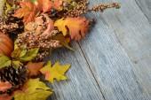 Autumn leaves and berries for Thanksgiving day — Stockfoto