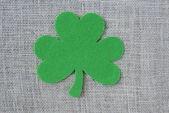 Green Clover on Burlap Background — Zdjęcie stockowe