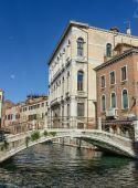 Bridge along the Grand Canal in Venice Italy — Stock Photo