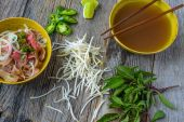 Pho Vietnamese beef soup — Stock Photo