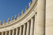Sculptures of saints in Vatican — Stock Photo