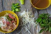 Pho Vietnamese beef soup — Stock Photo